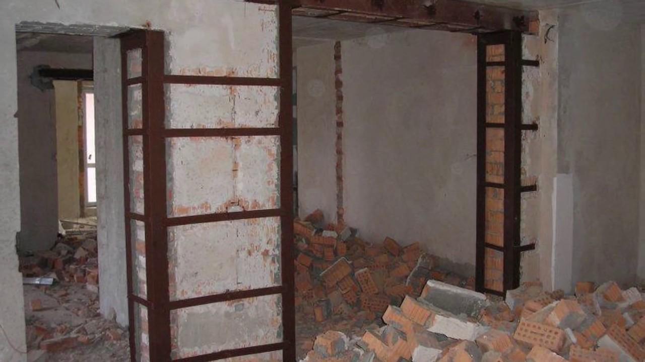 Москвич восстановил несущую стену после угрозы о лишении его жилья