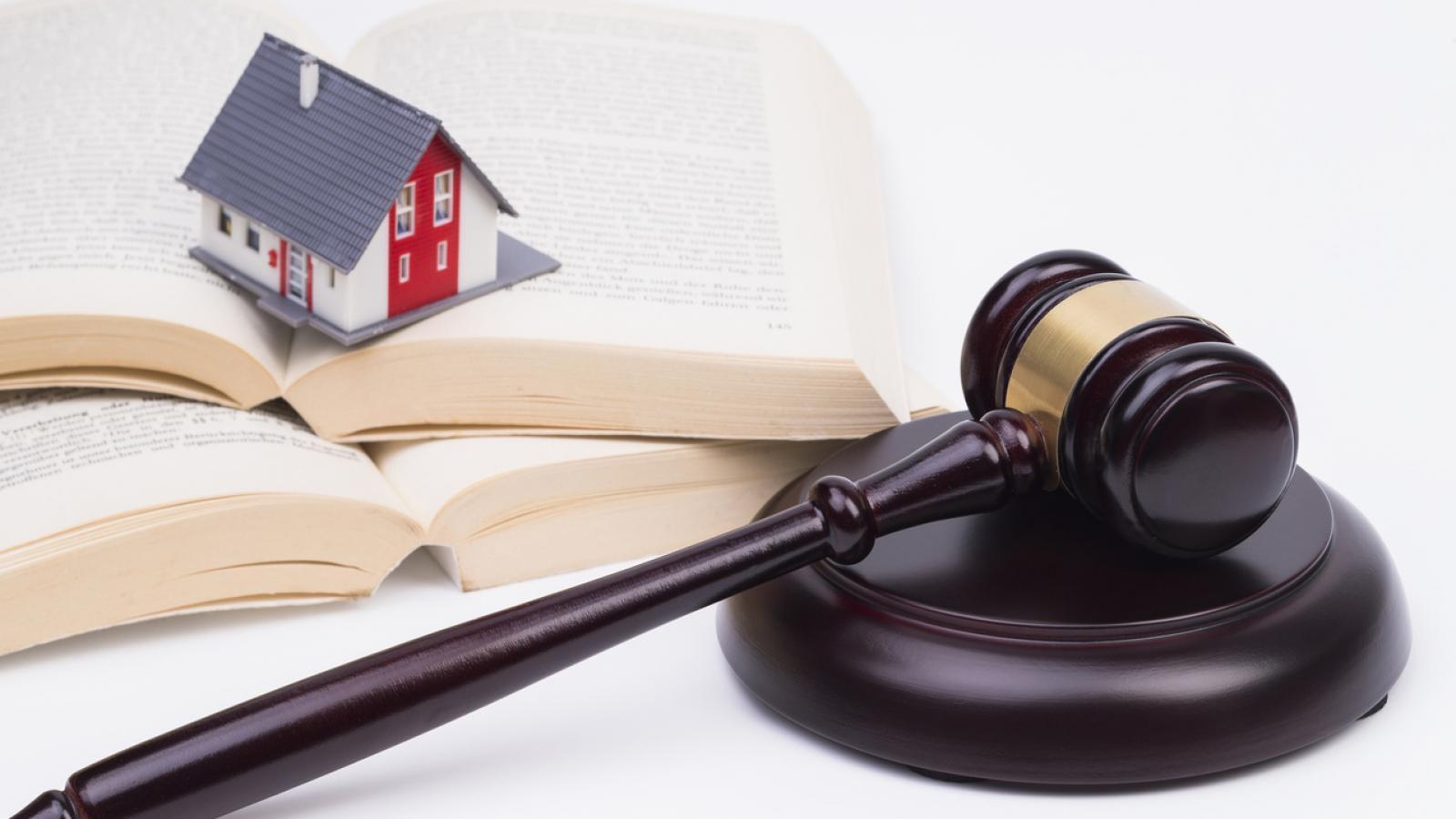 Минстрой хочет запретить узаконивать самовольные постройки и ввести досудебный порядок их сноса